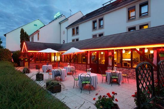 Inter hotel ikar blois sud saint gervais la foret for Exterieur nuit