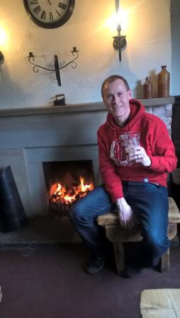 Barthomley, UK: Me after a fantastic meal and a nice pint, getting a warm by the coal fire. Just perfect.