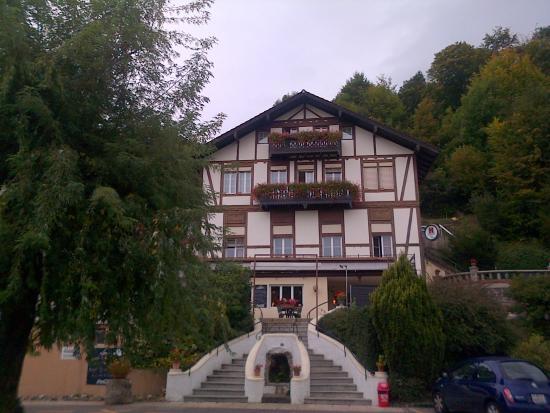 Cortaillod, Suisse : chambre avec balcon