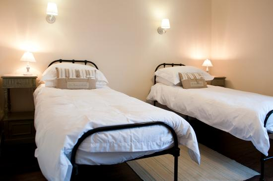 Magnac-Laval, Prancis: Crisp white Egyptian bedlinen, fluffy white towels