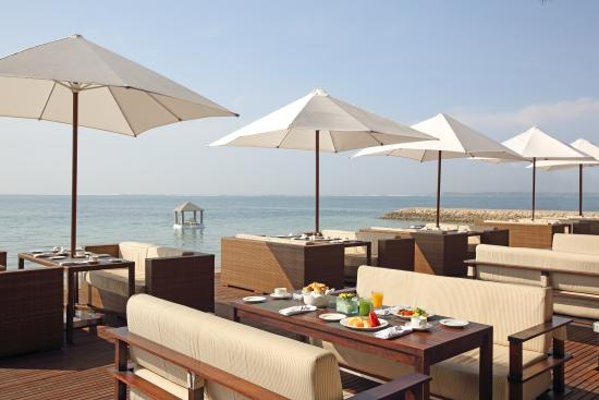 Puri Santrian: Lounge by the Sea