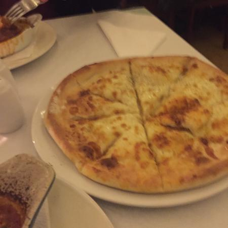 Denton, UK: Food nice but like the pizza thin like other Italian places