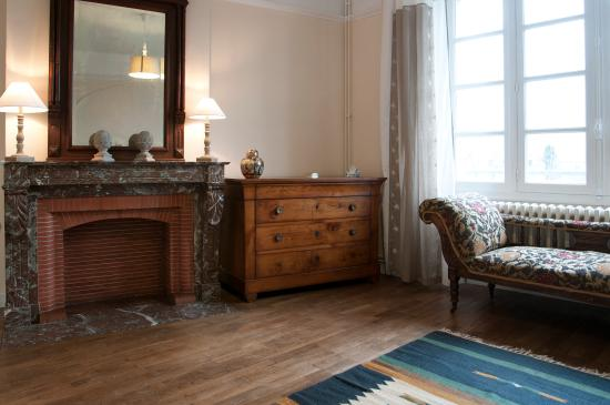 Magnac-Laval, Fransa: Large sunny living room