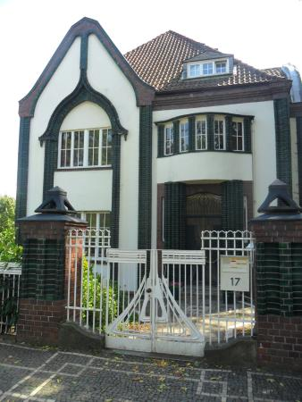 Behrens house doorway mathildenhoehe und for Behrens house