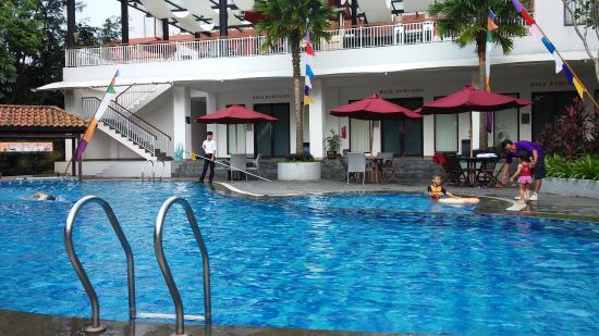 kolam renang picture of padjadjaran suites resort convention rh tripadvisor com