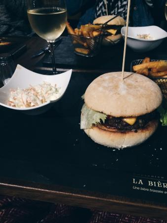 Woluwe-Saint-Lambert, เบลเยียม: Hamburger L'arrache-tout, super bon !