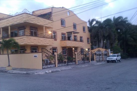 Condo-Hotel Marviya ave ninos puerto morelos walking to town square