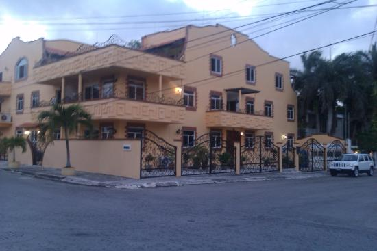 closer view Condo-Hotel Marviya pto morelos direction walking town square 2nd street