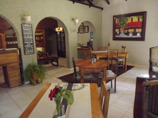 The Swallow's Nest Bed & Breakfast: Dining area