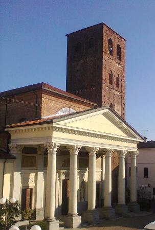 Santhia, Italië: La chiesa si trova lungo il percorso dell'antica Via Francigena