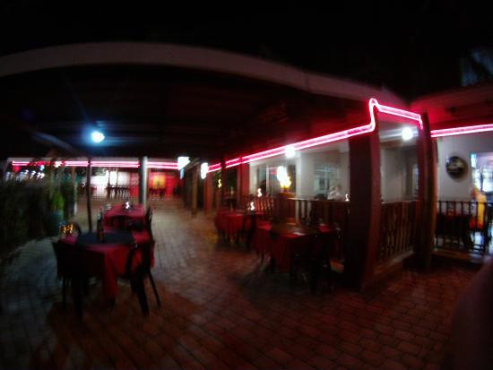 Alfredo's Restaurant: alfredos at night