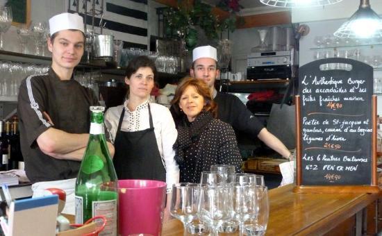 Compiègne, France : La patronne et son équipe