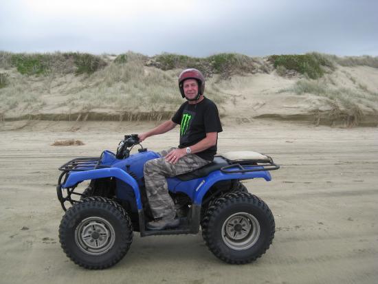 Ahipara Adventure Centre : Quad biking on 90 mile beach.