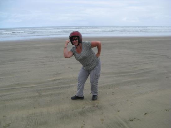 Ahipara Adventure Centre: Taking a break from Quad biking on 90 mile beach.