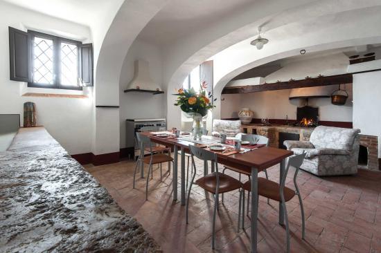 Sala del camino/la grande cucina - Picture of Fattoria Il Casone ...