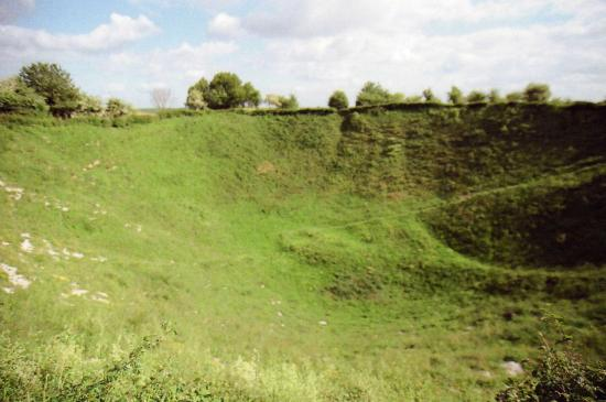 Ovillers-la-Boisselle, Γαλλία: A view across the immensity of the Lochnagar Crater