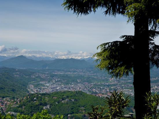 Brunate es denominado el Balcón de los Alpes. Vista desde uno de sus miradores