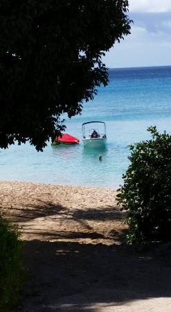 Holetown, Barbados: Walk between two houses and take the gap to the beach