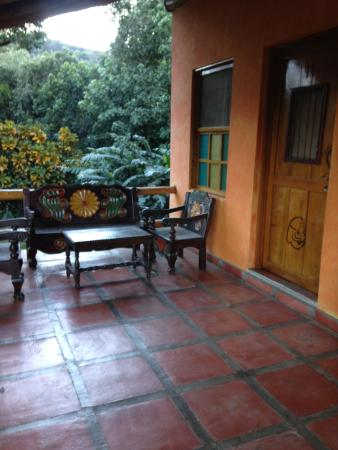 Santa Leticia: Relax on the patio outside of your room.