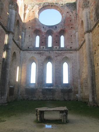 Chiusdino, Italia: Altare