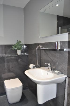 Falmouth Bay Guest House: Ground floor wet room en-suite