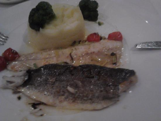 Radisson Blu Hotel, Kyiv: Sea bass filet with leek, cherry tomato and white wine sauce served with mash potatoes and brocc