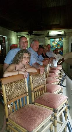 Holetown, Barbade : Tides bar area