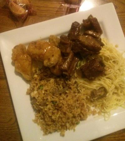 Brooklin, Canada: Deep Fried Chicken Wings, Honey Garlic Spare Ribs, Beef Fried Rice and Plain Lo Mein