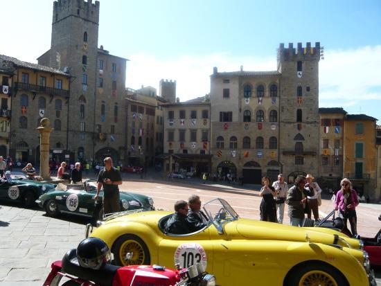 Guida Turistica Arezzo Piazza Grande