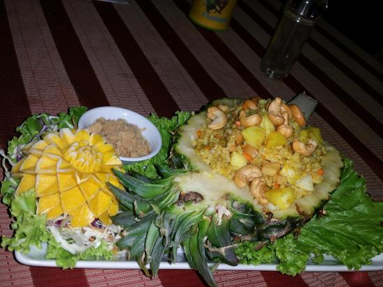 Au Cafe des Arts : Kaow ob Subparod : riz frit avec poulet (ou porc)ananas, nois de cajou