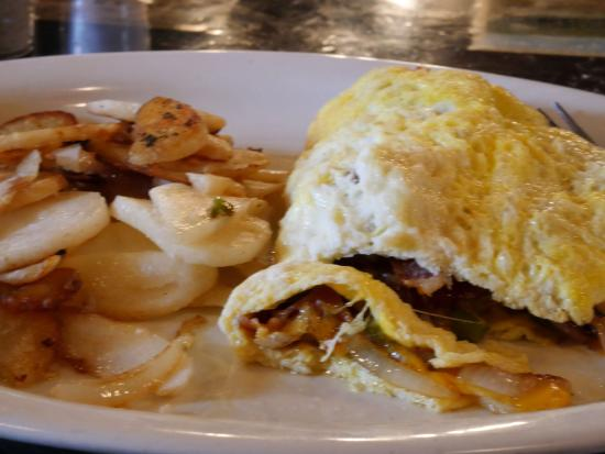 Winchester, Virginie : Bacon, Green Peppers, Onions, and Cheese Custom Omelet