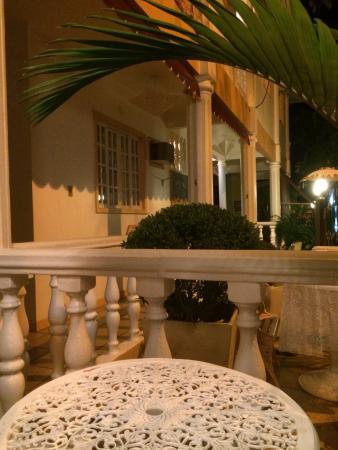 Pousada Casablanca: Cada habitacion tiene su mesita con sillas