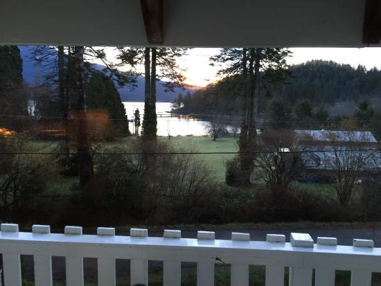 Bowen Island, Canada: Sunrise view from the room.