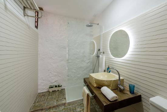 Alcalá del Júcar, España: Baño habitación vistas al río