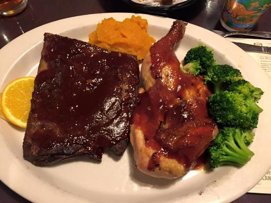 Woodstock, Nueva Hampshire: Ribs and chicken combo