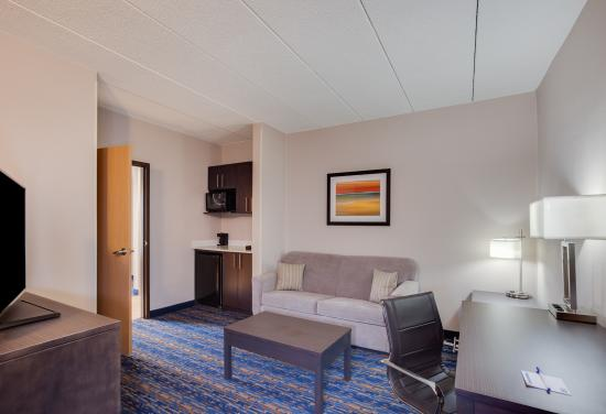 Largo, MD: Suite