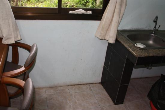 Baan Srinimit House & Apartment: Essbereich/Küche auf den 1. Blick ok