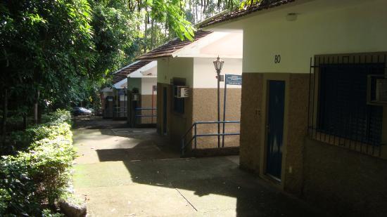 Bom Despacho, MG: Muita escadas, para se chegar aos chalés, dificuldade para os idosos.