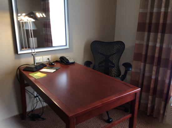Blacksburg, Βιρτζίνια: desk and chair, very bright light