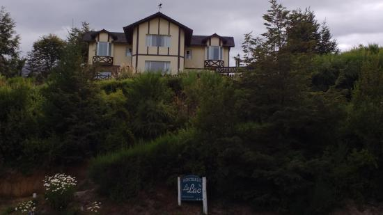 Hosteria Le Lac: Hostería Vista desde el Camino