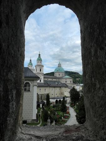 Petersfriedhof: Кладбище рядом с Бенедиктинским аббатством св. Петра в Зальцбурге.