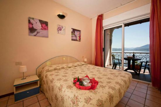 Oggebbio, Italia: camera da letto matrimoniale con balcone