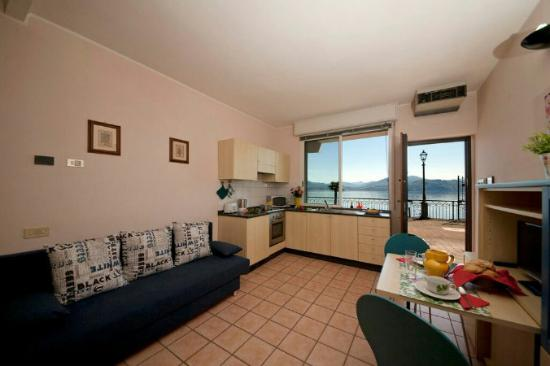 soggiorno con cucina a vista - Picture of Residence Casa e Vela ...
