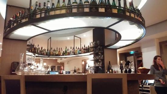 Le bar central de l 39 tage picture of la maison de l 39 aubrac paris tripadvisor - Bar le central ...