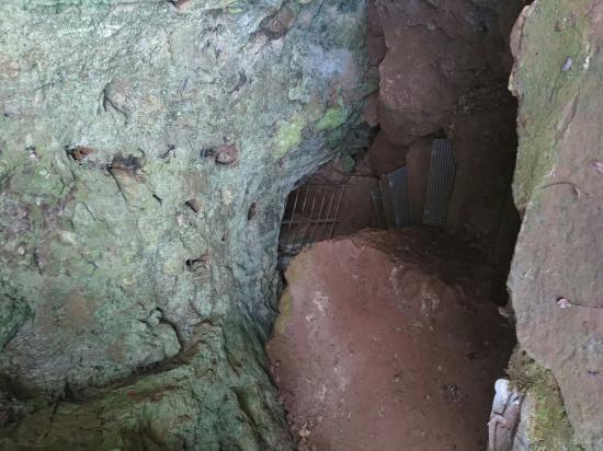 Monumento Natural Cuevas de Fuentes de Leon