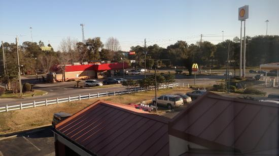 Red Roof Inn Pensacola Fairgrounds : Nice day in Pensacola! - View from my room