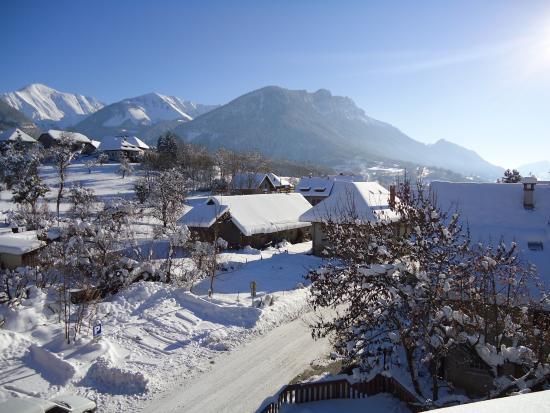 Jarsy, Γαλλία: Vue de l'hôtel en hiver