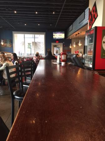 Ooltewah, TN: Sat at the bar not very crowded when I was there.