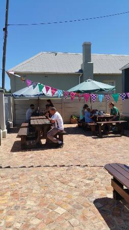 Grahamstown, Sydafrika: Oscar's Country Cafes first street food festive! A great success!