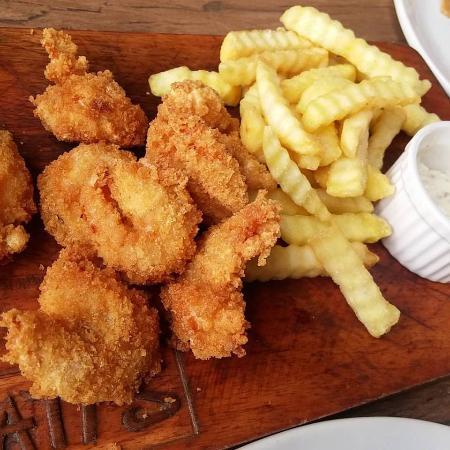 Metro Manila, Filippine: Breaded shrimp and fries